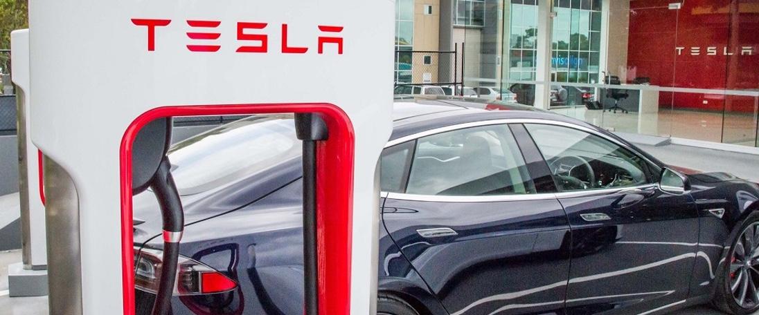Tesla passa de um tweet à acção em 6 dias